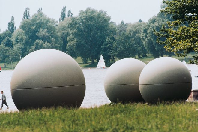 Giant Pool Balls on the Aasee