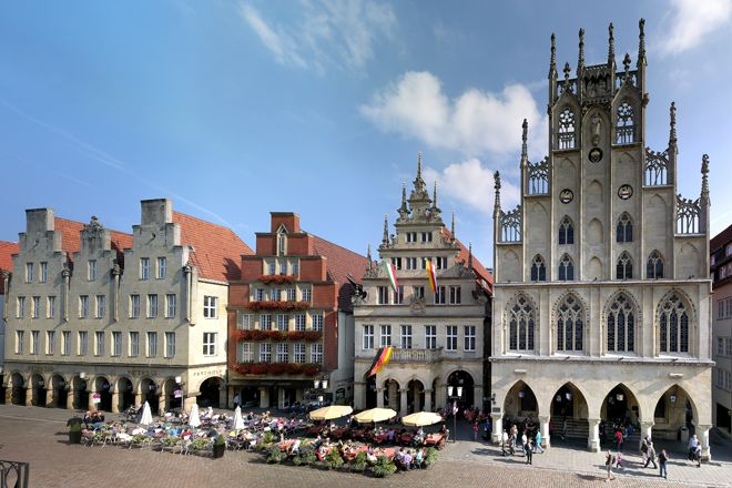Prinzipalmarkt with town hall and town wine house